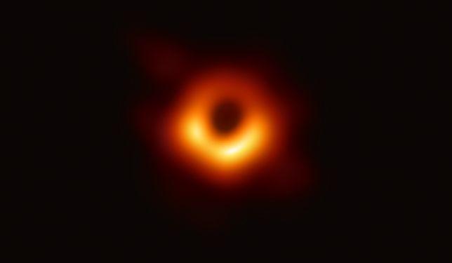 """""""Galaktyka gaśnie. Wszechświat gaśnie. Zostaną tylko czarne dziury, emitujące słabiutkie promieniowanie"""""""