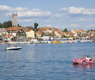 Mikołajki latem oferują szeroki wybór atrakcji związanych ze sportami wodnymi