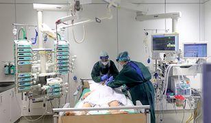 Koronawirus. Zabraknie łóżek w szpitalach? Prof. Gut wskazuje na brutalną prawdę