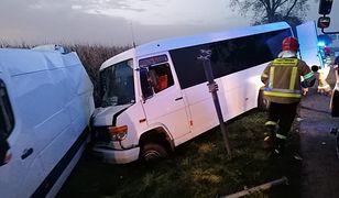 Namysłów. Zderzenie autobusu i busa. 6 osób rannych