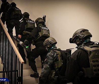 CBŚP rozbiło grupę przestępczą. 130 policjantów w akcji