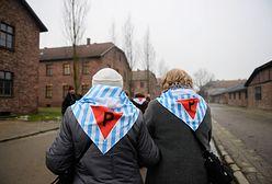 """""""Do Muzeum Auschwitz nie wolno wnosić polskiej flagi"""". Prawicowy fake news wywołał antysemicką burzę"""
