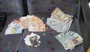 W saszetce było 7,7 tys. dolarów amerykańskich, 945 euro i 575 złotych.