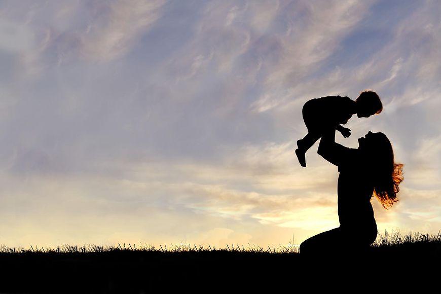 Noszenie dziecka na rękach w ciąży
