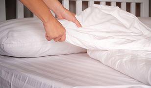 Rozmiar kołdry do łóżka najlepiej wybrać tak, by była o około 20 cm szersza od materaca