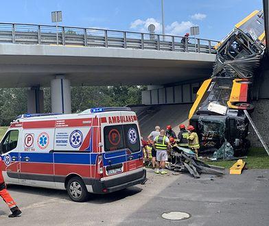 """Warszawa. Wypadek autobusu. """"Mieli szczęście, że autobus ich nie przygniótł"""""""