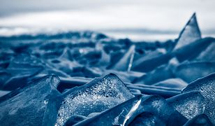 Jezioro Michigan pokryte kaflami lodu. Piękny fenomen natury