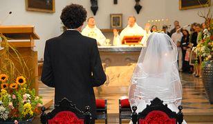 Z rodzicami czy bez? Dla dzieci rozwodników decyzje dotyczące ślubu są dużo trudniejsze.