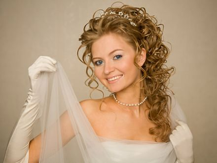Najmodniejsze suknie ślubne - trendy 2012