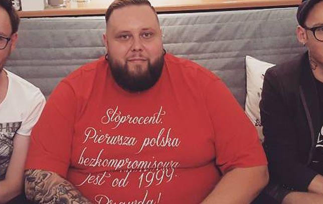 """Mateusz Borkowski z """"Gogglebox. Przed telewizorem"""" wciąż chudnie. Zobacz najnowsze zdjęcia"""