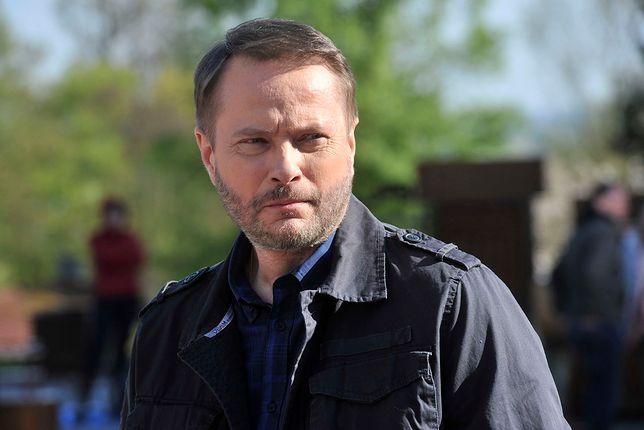 """Artur Żmijewski znika z """"Ojca Mateusza"""". Producenci zostawili mu otwartą furtkę"""