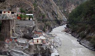 Indie. Pękł lodowiec w Himalajach, powódź zalała wioski. Dramatyczne nagrania