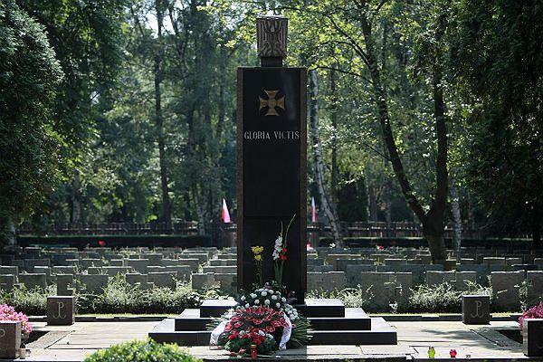 Pomnik Gloria Victis na Wojskowych Powązkach