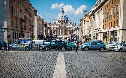 Głośne otwarcie McDonald's w Rzymie. Wynajęli lokal od Watykanu