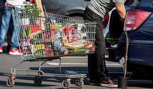 Sklepy znalazły sposób na tańsze dostawy zakupów. Do akcji ruszą pracownicy i wolontariusze