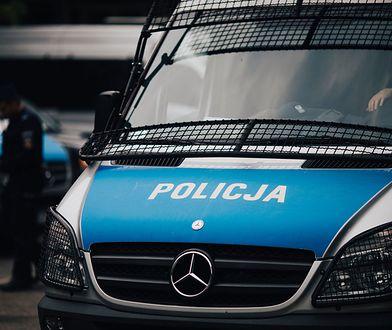 Kierowca BMW rozbił 11 samochodów. Zostawił kolegę w aucie i uciekł pieszo