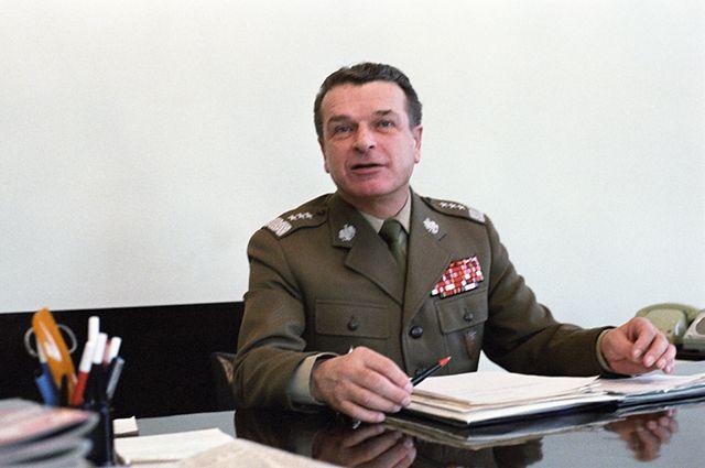 Adam Michnik: Kiszczak jest człowiekiem honoru