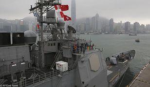 USS Antietam podczas wizyty w Hongkongu