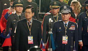 Tajwan. Szef sztabu generalnego Shen Yi-ming (po prawej) zginął w katastrofie śmigłowca Black Hawk