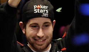 Wygrał w pokera 9 mln dolarów - ostrzega młodych ludzi