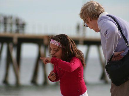 Rodzice swoich rodziców – gdy to dziecko przejmuje odpowiedzialność