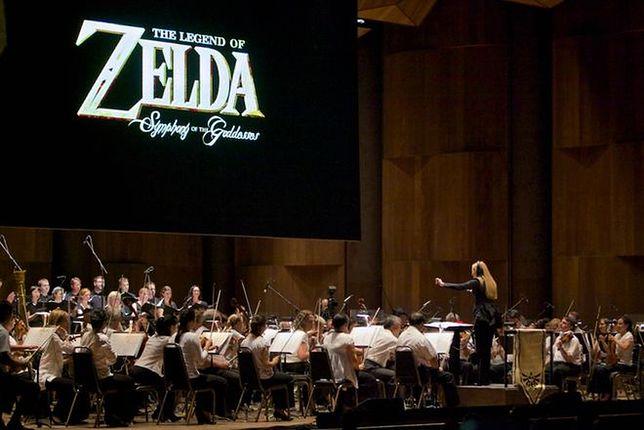 Kultowa gra, 70-osobowa orkiestra symfoniczna, genialne multimedia