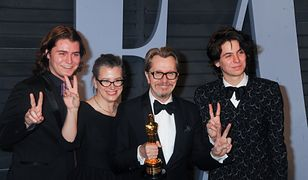 Gary Oldman z synami i żoną (East News)