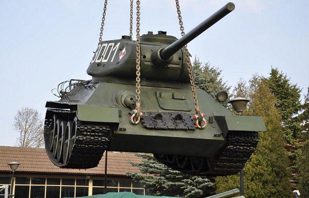 """Rudy 102 znowu pojedzie! Słynny czołg z """"Czterech pancernych"""" trafił do warsztatu"""