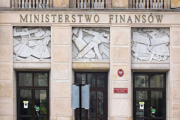 Urzędnicy w ministerstwach dostali ponad 60 mln zł nagród