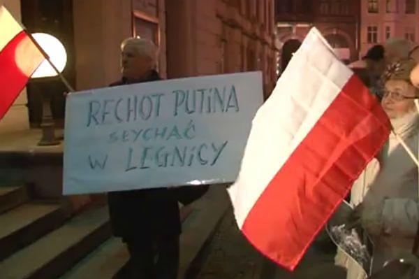 """Protest w Legnicy przeciwko spektaklowi """"Spisek smoleński"""""""