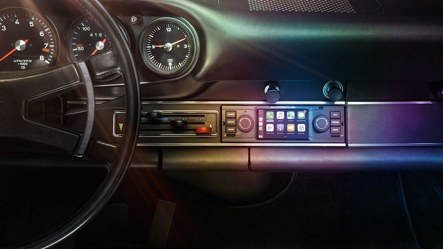 Porsche zaprezentowało nowoczesne radia dla starszych aut, fot. Porsche