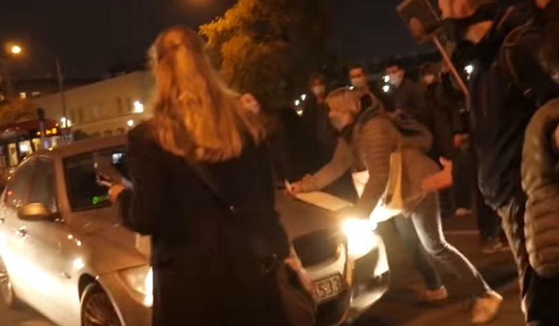 Z premedytacją wjechał w grupę protestujących. 44-latek już w rękach policji