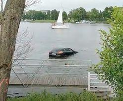Iława. Porsche topiło się w jeziorze. Kierowca miał dużo szczęścia [WIDEO]