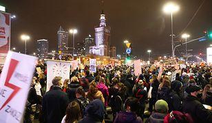 Strajk kobiet. Protest w Warszawie. Podsumowanie piątkowych wydarzeń