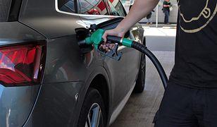 Tankowanie samochodu. Czy godziny dla seniorów obowiązują na stacjach benzynowych?