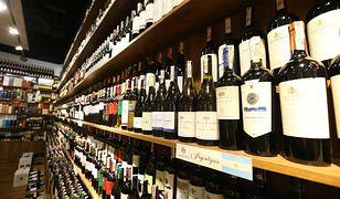 Celnicy przechwycili 5,6 tys. litrów wina