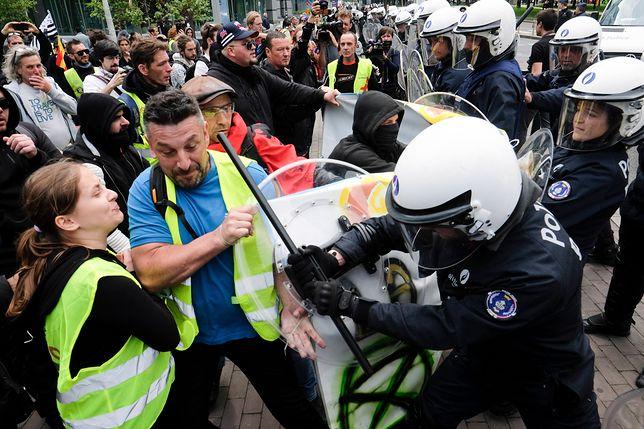 """Starcia """"żółtych kamizelek"""" z policją w Paryżu. Aresztowano 175 osób"""