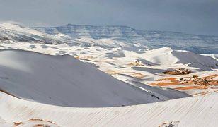 Na Saharze spadł śnieg