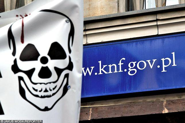 Na liście ostrzeżeń publicznych jest już 75 spółek, którym nadzorca zarzuca prowadzenie działalności maklerskiej bez licencji