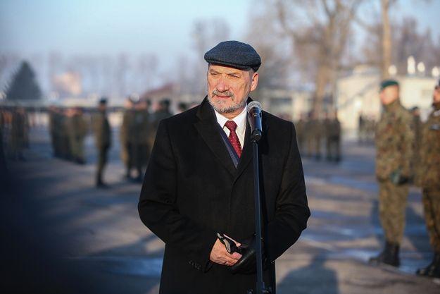"""Burza wokół Bartłomieja Misiewicza. Macierewicz przekroczył granicę? """"Skandal, paranoja"""""""
