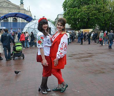 """Ukraińskie """"wyszywanki"""". Kolorowa moda za naszą wschodnią granicą"""