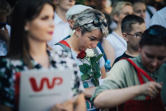 Na skwerze przy ulicy Wspólnej pojawiło się dziś wielu Warszawiaków, spełniając marzenie pana Stanisława, który w Powstaniu walczył jako 15-latek.