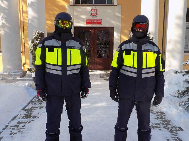 Nowe stroje policjanci sprawdzają od kilku dni