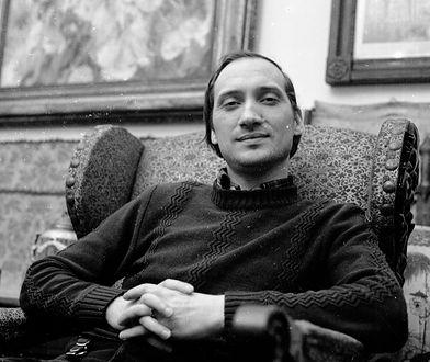 Na zdj. Antoni Macierewicz w mieszkaniu Edwarda Lipińskiego, luty 1981 r.
