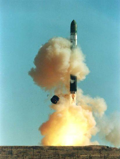 """Rosyjski """"szatan"""" - najpotężniejsza rakieta na świecie"""