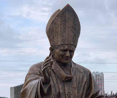 Coś niebywałego! Rzeszów ma już 6 pomników papieża. W skali kraju poszły na nie miliony złotych