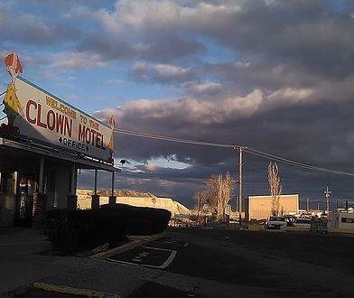 """Najstraszniejszy motel w Ameryce wystawiony na sprzedaż. """"Klauny muszą zostać"""""""