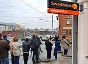 Swedbank poinformował, iż 10 tys. jego klientów wycofało gotówkę