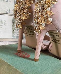 Tuż przed ślubem panna młoda znalazła list od zmarłej mamy. Był w jej butach