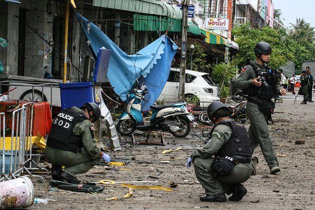 Śledczy na miejscu ataku w Pattani